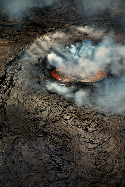 Hawaii_volcano,_lava_hole