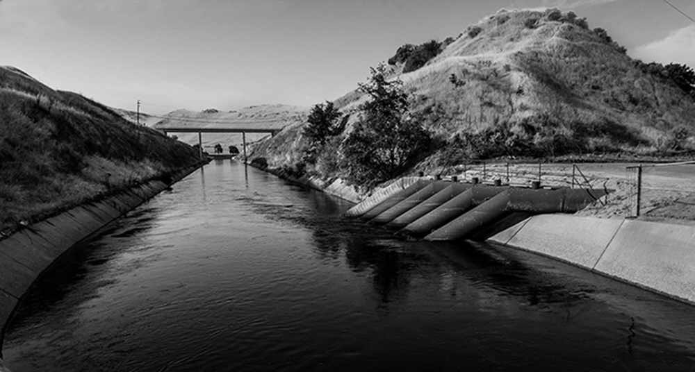Intersecting the Kings River, the massive Friant-Kern Canal project transports water to the drier South Valley. The pipes at right are from old pumps that were once used to transfer water from the Kings, into the Canal.