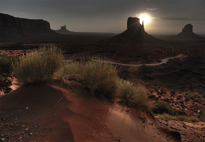 Monument Valley at sunrise (1)