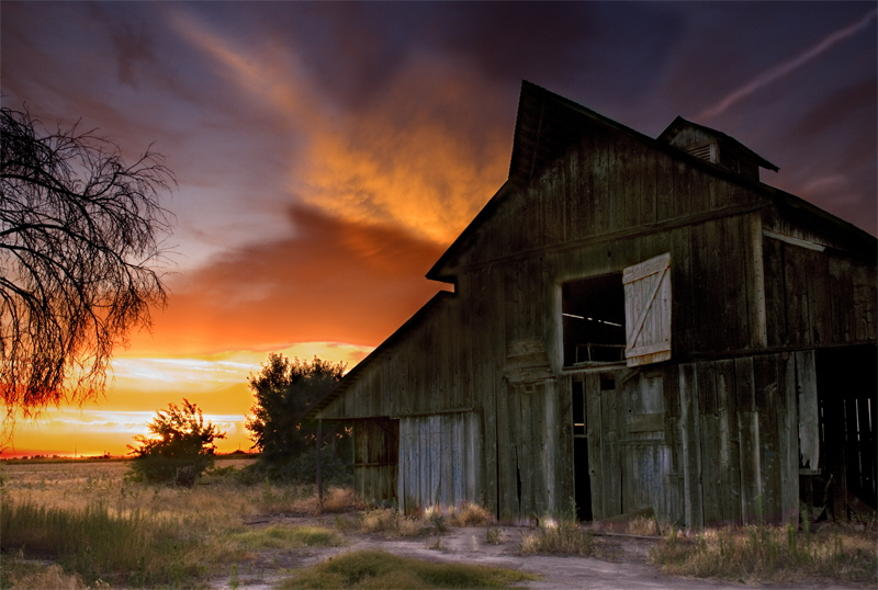 Old Barn at sunse 2t