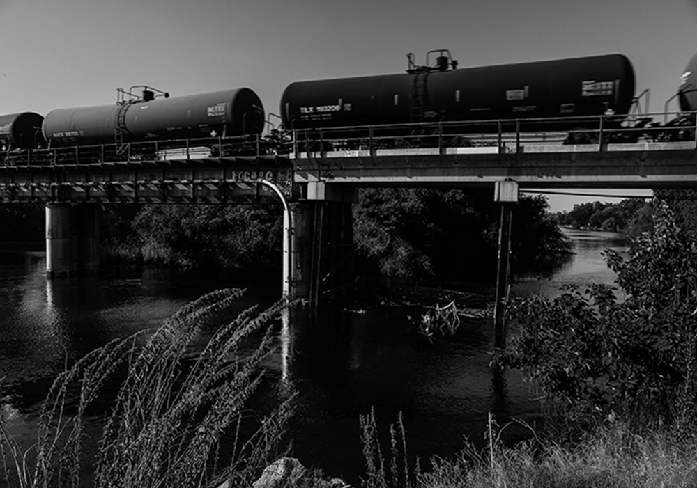 One of the main lines of the Southern Pacific Railroad transverses the river at Kingsburg, California. Along with State Route 99. It is a glimpse of history as riverboats once passed this way serving Kingburg, Laton and other farming communities.